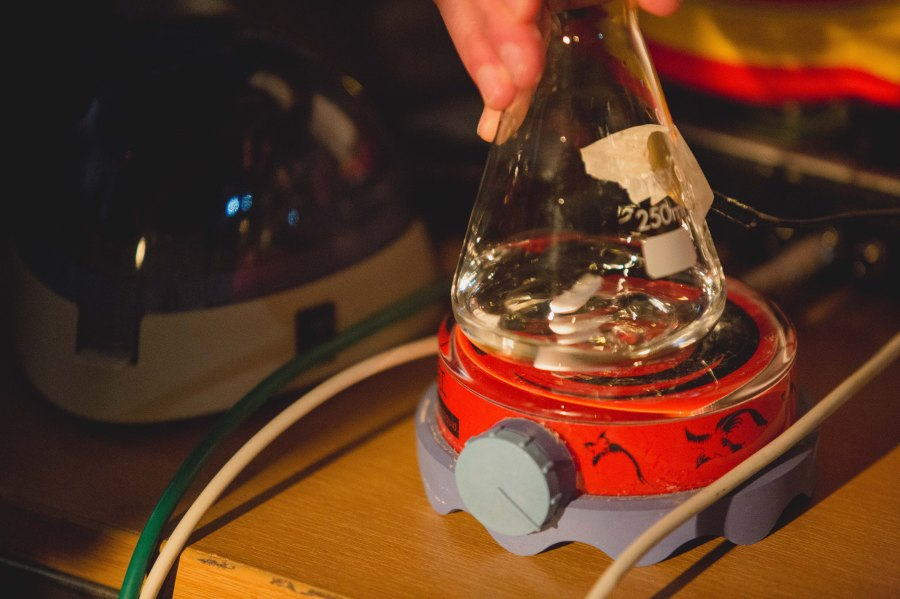 Looks like regular magnetic stirrer? Wrong! That's hipster-science musical instrument ;) Pic by Michael Haas.